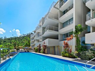 Sea Forever on Azure - Airlie Beach Central