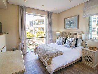 LUXURY APARTMENT (Three Bedrooms Apt - 6 Persons) APT 4