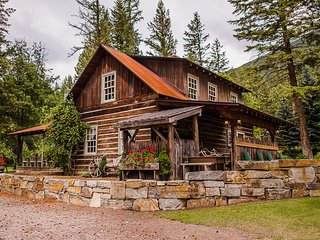 Weatherwood Homestead- Glacier National Park is nearby