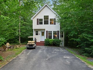 NEW LISTING! Cozy cottage w/golf cart, deck & firepit - walk to golf & beach