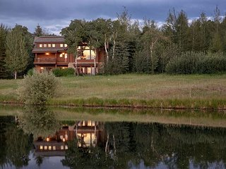 USE PROMO CODE '10 Off' for AUG&SEP-5 Bedroom Luxury Log Cabin
