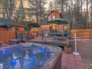 NUGGET'S NEST-New Rental-Hot Tub-Pets Ok-Fenced-Close to Ski Resorts
