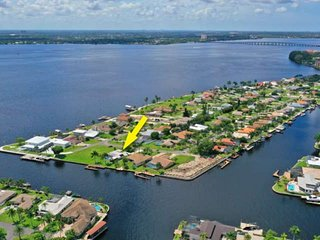 Gulf Access Waterfront Pool Home With Stunning View of Canal & River! Boat Dock