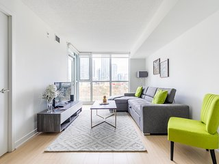 Simply Comfort. Amazing Condo with CN Tower View
