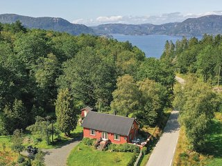 Amazing home in Farsund w/ Jacuzzi, WiFi and 3 Bedrooms (NVK070)
