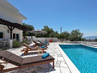 Beautiful villa with sea view MADRAZ