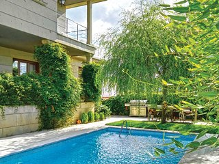 Beautiful home in Sanxenxo w/ Outdoor swimming pool, Outdoor swimming pool and 4