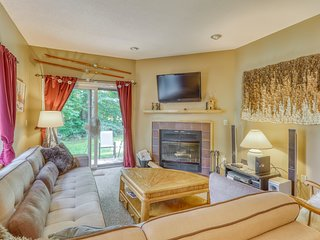 Quaint, dog-friendly condo with resort pool and hot tub, close to skiing!