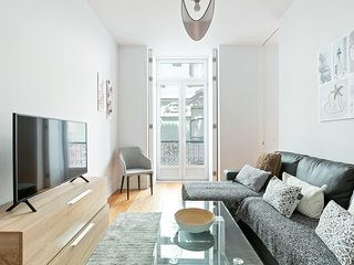Spacious 1 Bed Apt, Sleeps 4 nr Baixa