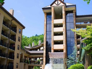 GATLINBURG TOWN SQUARE, EASY WALK TO CONVENTION CENTER, DOWNTOWN, TROLLEY ROUTE
