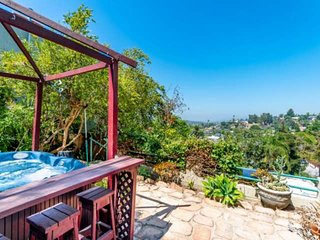 Enjoy the LA Views from Feng Shui Retreat! Hip Highland Park Area, Pet Friendly,