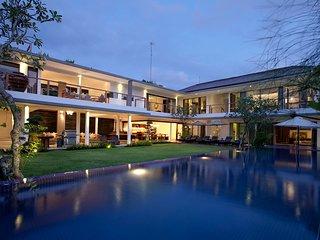 5 Bedroom Luxury Villa 100 meters from Jimbaran Beach;