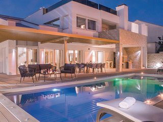 Stunning home in Pirovac w/ WiFi, Outdoor swimming pool and 5 Bedrooms (CDJ655)