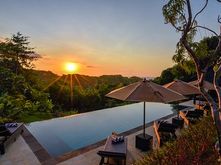 Villa Cahaya - Luxury & Spacious Private Villa On The Hillside Of Lovina Beach