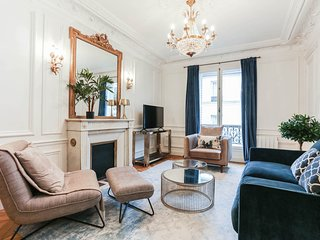 1085. ELEGANT AND MODERN APARTMENT SECONDS TO EIFFEL TOWER AND CHAMP DE MARS!