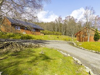 76363 Log Cabin situated in Kirriemuir (13 mls N)
