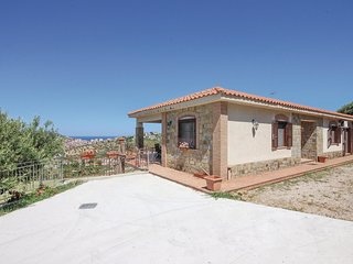 Awesome home in Agropoli w/ WiFi and 3 Bedrooms