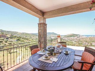 Awesome home in Agropoli w/ WiFi and 3 Bedrooms (IKC585)