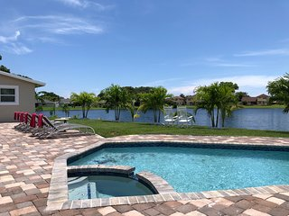 Peaceful Waterfront Home - Pool/Hot Tub/Theater