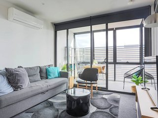 BHB Sleek Collingwood,Wine,Netflix,WiFi, Carpark