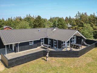 Amazing home in Blåvand w/ Sauna, WiFi and 4 Bedrooms