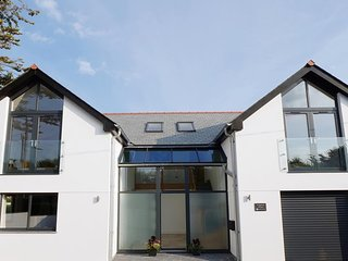 Amazing House in Bude, Near Beach and Pet Friendly, Sleeps upto 12 Guests!