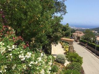 Studio avec terrasse jolie  vue mer et montagne