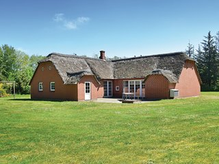 Nice home in Ulfborg w/ Sauna, WiFi and 6 Bedrooms (A4092)