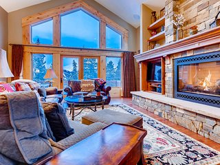 FREE SkyCard Activities - Ski Area Views, Private Hot Tub, Gas Fireplace