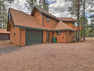 Pinetop Cabin w/ Grill, Balcony & Golf Access