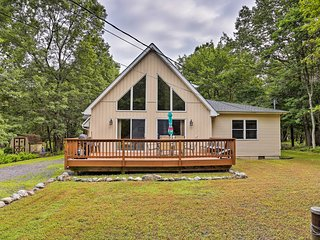 NEW! Albrightsville Home w/Game Room & Lake Access