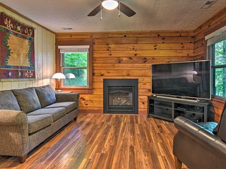 NEW! Clyde Cabin w/Porch - Mins to Smoky Mountains