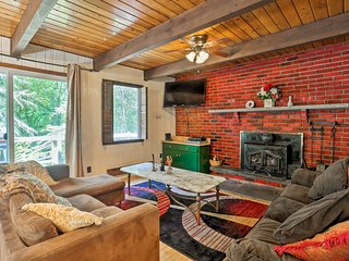 Inviting Hawley Home w/Grill - 3mi to Ski Big Bear