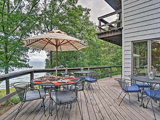 NEW Lakefront Grand Haven Home w/Deck & Water Toys