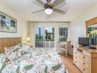 Plantation Hale Suites J8, Garden View, Ground Floor, AC, Walk to Beach.