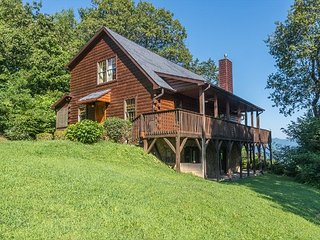Secluded Asheville Area Log Cabin with a View!