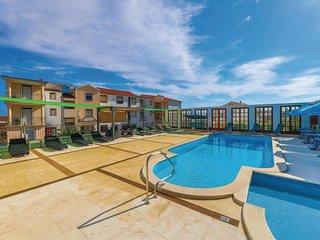 Beautiful home in Okrug Gornji w/ WiFi and 2 Bedrooms (CDF884)
