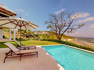 Charming house w/ocean & beach views from private patio w/ pool