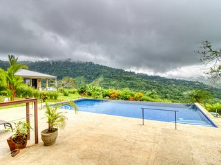 Private getaway w/swimming pool and great nature views!