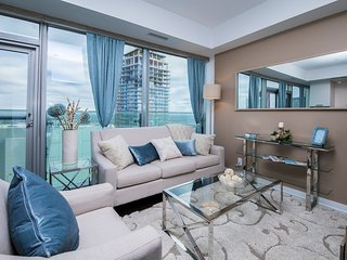 Royal Stays Condominiums. Executive Downtown Suites