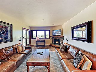 Snow Flower Condo w/ Pool, Hot Tub, Balcony & Great View - Steps to Gondola
