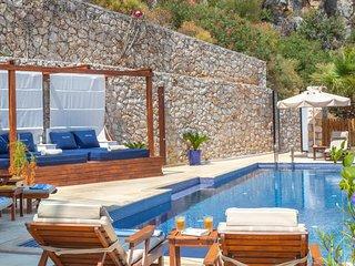 Luxury Villa Yar Private Pool, Jacuzzi & Huge Terraces. Sea Views. Sleeps 12