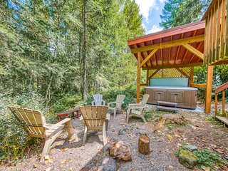 Waterfront home w/ river views, shared pool - close to skiing/hiking - dogs OK!