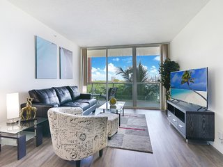 Spacious 2BD Penthouse in Sunny Isles with Balcony