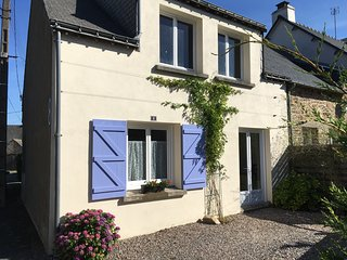 Spacious Ground floor cottage Free Wifi. Traditional French restaurant 2min walk