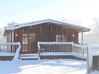 Pet-friendly log cabin in the Somerset countryside (Deer Walk)
