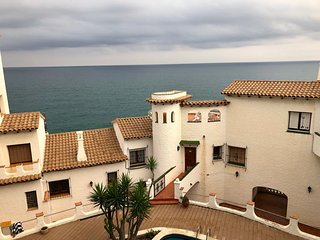 Punta Gaviota Apartment - Charming Apartment right on the cliffs