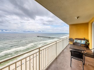 Waterfront condo w/ expansive vistas from the balcony plus a shared pool!