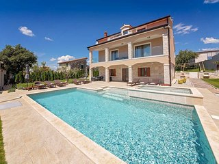 4 bedroom Villa with Pool, Air Con and WiFi - 5641762