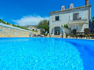 Villa Ida - Five-Bedroom Villa with Swimming Pool and Sea View
